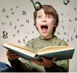 Дитина запам'ятовує іноземні слова.