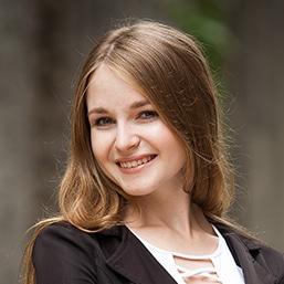Викладач Дарина Петрик - обличчя.